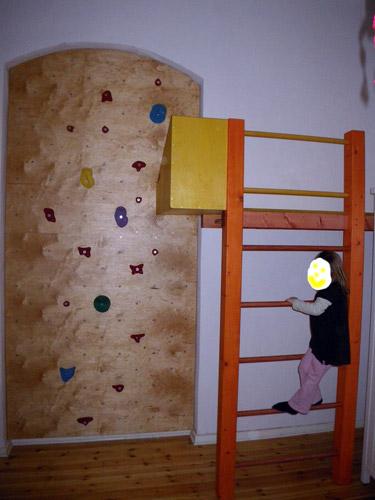 Kletterw nde mccarthy 39 s individuelle holzl sungen for Spielpodest kinderzimmer